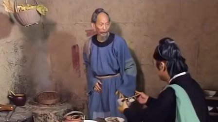济公:父母吃猪狗食,逆子却吃大肥鸡,硬汉看不下去要替二老出气