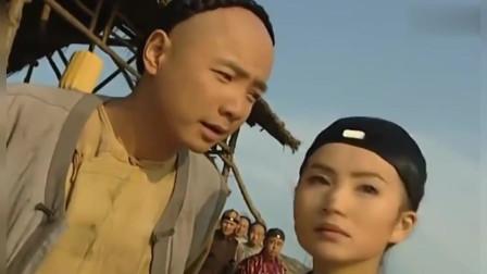 李卫当官:李卫戏弄官差,摇骰子赢了一群女子,美女送他一把扇子