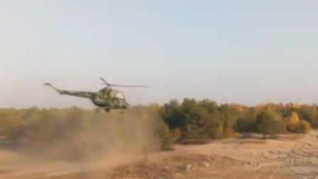 俄罗斯米2轻型直升机发射火箭弹