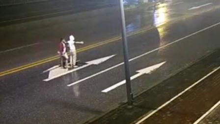 马路吵架女友被撞死男友获刑 被判十个月 缓刑一年