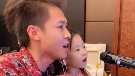 许华升和小朋友唱歌,大田后生仔,老好听了啊!