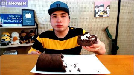 韩国大胃王胖哥,吃巧克力奶油蛋糕和牛奶,网友:最近好像瘦了