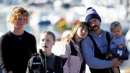 """瑞典""""环保少女""""3周横跨大西洋:人们低估了愤怒小孩的力量"""