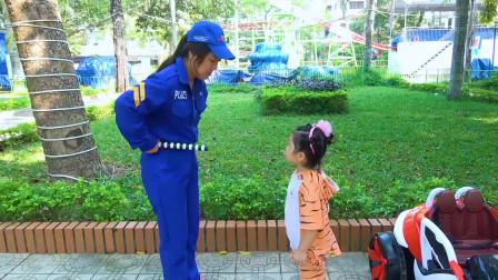 萌娃小可爱偷吃了警察阿姨的小蛋糕,小家伙不怕被警察给抓走吗?萌娃:这该怎么办呢