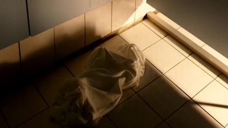 美女和帅哥在厕所玩嗨了,没想到被渣男全程拍