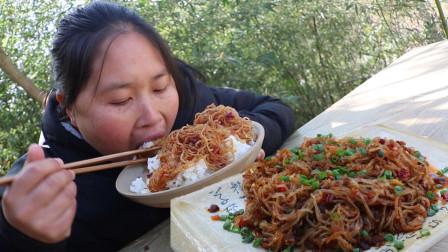 胖妹看见蚂蚁上树,照着灵感做道菜,细致滑嫩,香辣劲道,真下饭