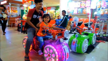 太酷了!萌宝小萝莉跟爸爸开着车车逛商场!趣味玩具故事