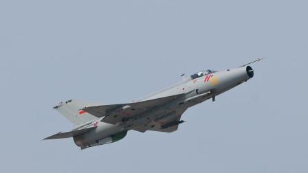 中国空军五代机都已服役,为何空军中,歼7这样的二代机还在服役