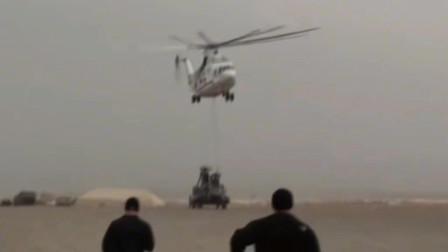 世界最大直升机米26直升机吊运CH-47支奴干直升机