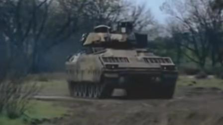 美军M2步兵战车发射陶式反坦克导弹攻击摧毁敌方坦克,光纤制导反坦克导弹精度高