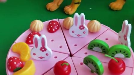 今天谁过生日呀?白雪为小朋友做了一个漂亮蛋糕,你喜欢吗?