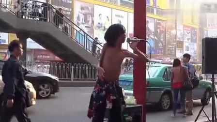 刀郎万万想不到,这首《西海情歌》,竟会被一位乞丐翻唱超越