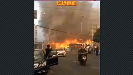 高清突发事件:真实版灾难大片,安徽蚌埠一栋大楼爆炸燃烧,大火和浓烟包围了整栋楼