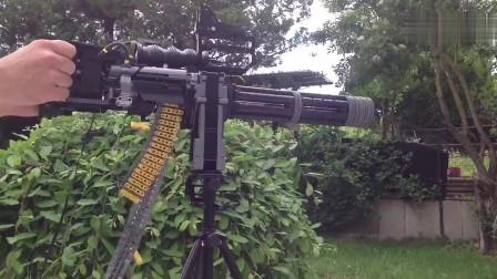 不要怀疑你的眼睛!这把加特林机枪用乐高玩具做的,还能发射!