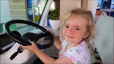 萌娃开车游戏故事:小萝莉学习开车,喇叭滴滴很有趣!