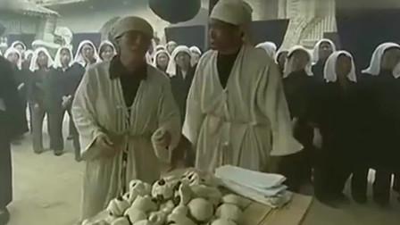 民工:儿子回村给母亲奔丧,看到棺材就扑上去哭,结果挨母亲巴掌