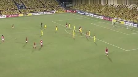 解说都疯狂了,保利尼奥踢出40米逆天弧线任意球,无敌