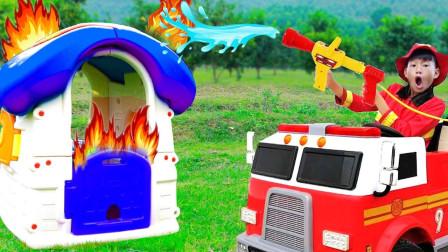 好厉害!消防员小正太能扑灭屋顶上的大火吗?趣味玩具故事