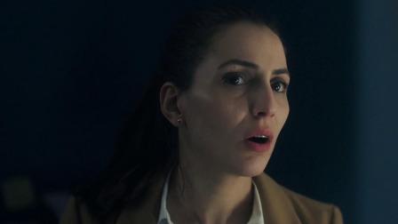 女博士无意中发现虫洞,将自己送入虫洞后,却发生了诡异的事情!