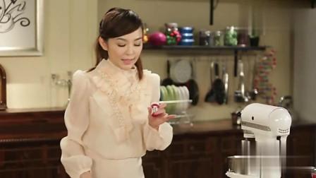 美食:椰子味道的千层蛋糕!简直完美,学着做起来吧!