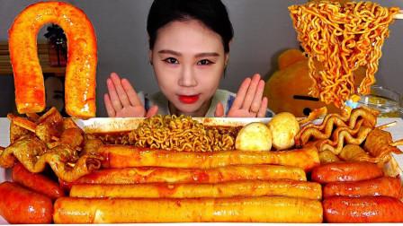"""韩国吃播:""""辣炒年糕+鱼饼+香肠+拉面"""",看着真诱人,吃得真香"""