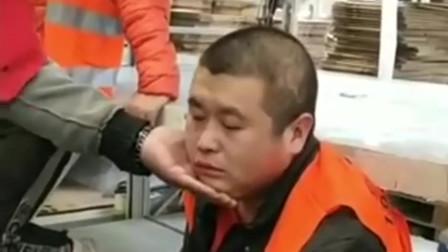同事第一次吃槟榔,刚吃一口就头晕,看样子是上头了!
