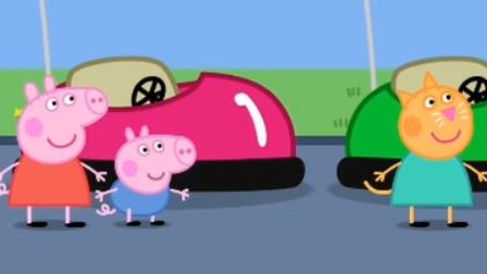 粉红猪小妹佩奇和乔治一块玩碰碰车!稻田种出小猪佩奇游戏