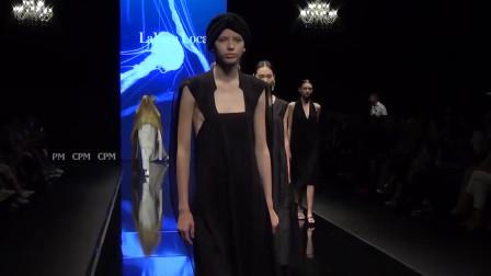 巴黎时装周走秀,这位模特足以撑起半个T台,真美!