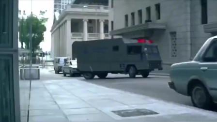影视:劫匪太凶残了,把运钞车埋进了混凝土,有定位也没用了!