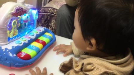蛋糕+火锅=生日?家人其乐融融过周岁,宝宝拿到大红包就不撒手