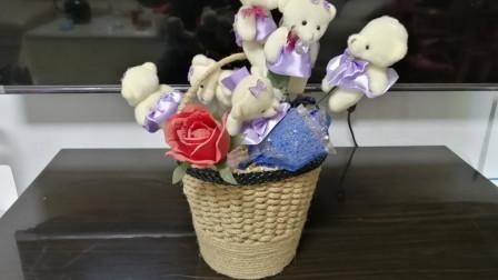 打包塑料盒加上几根木棍,手工打造漂亮的小花篮
