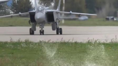 米格-25战斗机世界首款突破三马赫的战斗机,机身大量采用不锈钢设计