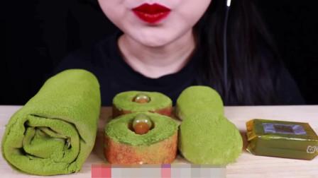 美女吃货,毛巾卷蛋糕抹茶糯米糍甜点,大口吃香甜美味浓香迷人