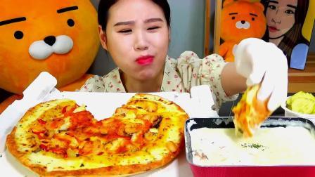 韩国大胃王卡妹,吃披萨蘸乳酪,这样吃不会长肉吗