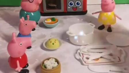 猪妈妈以后不做饭了,因为她买了一个带魔法的锅,想吃什么就会变什么出来