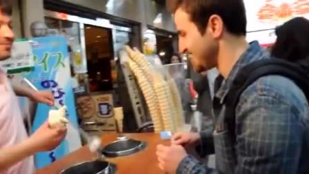 冰激凌大叔魔术之手欺骗卖买冰激凌小伙, 没想到遇到高手瞬间破解