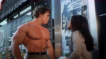 施瓦辛格肌肉-看见海报上的演员大秀肌肉,施瓦辛格不屑地笑了