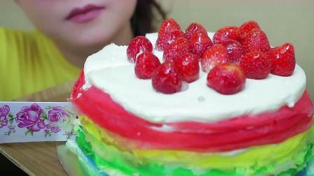 草莓千层蛋糕绝对是蛋糕中的翘楚呀,颜值高,口感更是棒