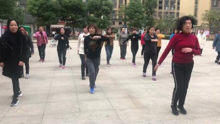 大家都喜欢的懒人散步舞,动作简单,坚持3分钟快速瘦身减肥