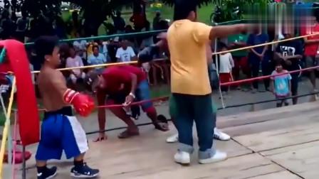 两小矮人打拳击,裁判都快被气哭了,为啥老针对我
