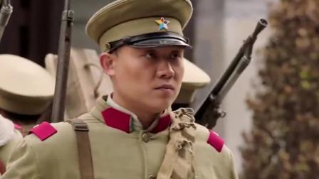 一群小孩被军队欺负了,谁知小孩他爸全是军队大佬,有好戏看了