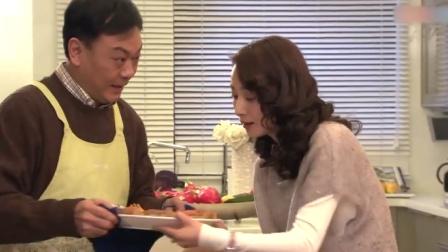 妻子端菜被烫伤,谁料小伙比丈夫还紧张,丈夫察觉不对劲!