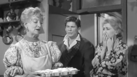 老太太经常杀人,家里却没有一具尸体,每天早饭都要吃肉松蛋糕
