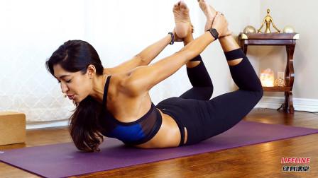 小姐姐个子太高了,做瑜伽脊柱伸展练习时,显得既笨重又不稳