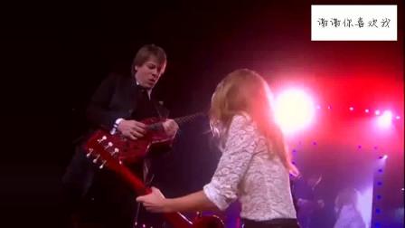 泰勒·斯威夫特演唱会现场电吉他演奏,还是大叔厉害