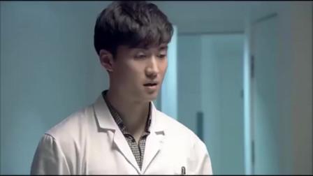 新闺蜜时代:王媛在厕所给周小北打电话,一听到她喝吐了,立刻打电话去求助