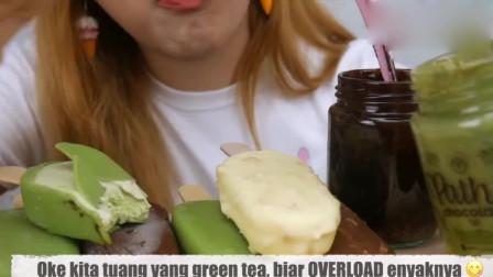 吃货小姐姐:巧克力冰淇淋、绿茶冰淇淋,发出的咀嚼声!