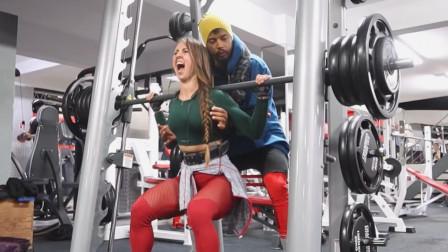 杠铃深蹲练腿部力量,俄罗斯小姐姐很自信,两次冲击重量极限