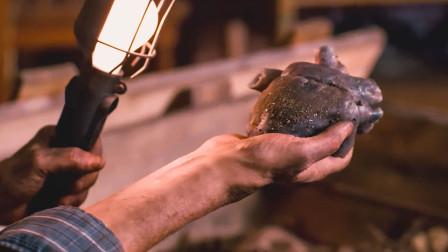 老人在自家院子,发现颗跳动的黑色心脏,吃下去后整个人大变样