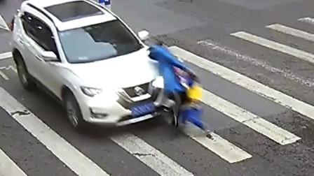 【重庆】小车经过斑马线不礼让撞翻一对母子 监控拍下事发瞬间